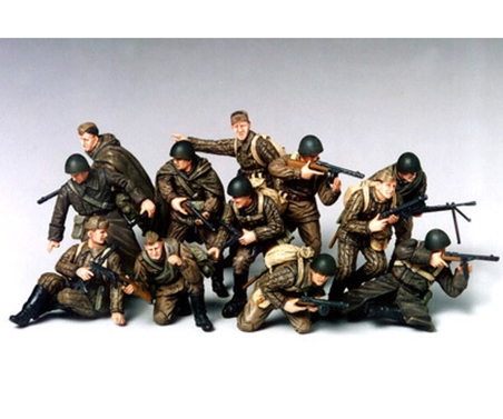 WWII Fig-Set Rus.Infan.Angriff (12) 1:35